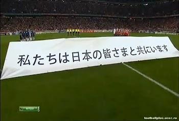 欧洲冠军杯,7万球迷为日本合唱《You'll never walk alone》