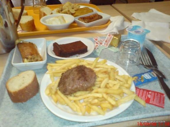 世界各国的校餐 法国:薯条、牛肉、鸡蛋卷