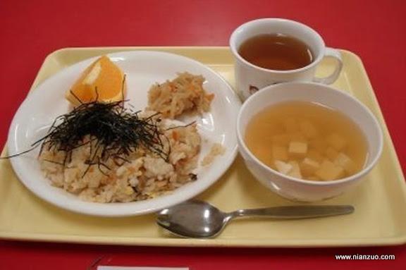 世界各国的校餐 日本:大米、海苔、橙子和卷心菜