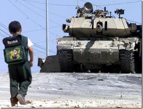 niño palestino tanque