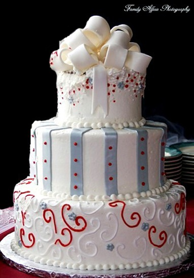 Bridal 4 1 1 how to cut the wedding cake how to cut the wedding cake 1copy of cake junglespirit Image collections