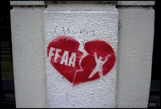 Corazón partido, graffiti, Diario Clarín, FFAA