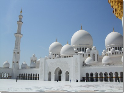 Sheikh_Zayed_Mosque_courtyard