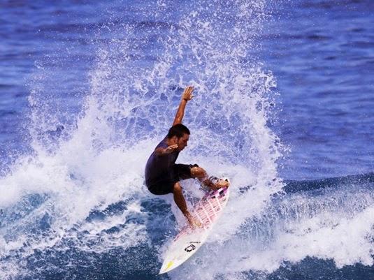 Surftrip-Bali---Uluwatu---Hadrien-Ballion-01