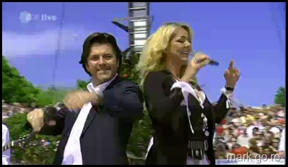 Sandra_feat_Thomas_Anders_-_The_Night_Is_Still_Young__ZDF_Fernsehgarten_10.05.20090027