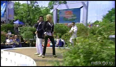Sandra_feat_Thomas_Anders_-_The_Night_Is_Still_Young__ZDF_Fernsehgarten_10.05.20090120