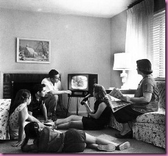 1950s family watching tv