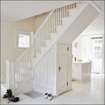 White bright airy hallway under stairs storage banisters painted flooring real home L etc 09/2007 pub orig