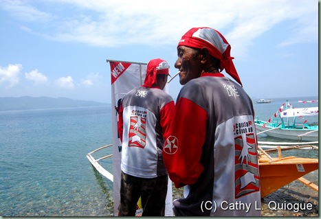 Boatmen in their new Caltex gear prepare for the divers