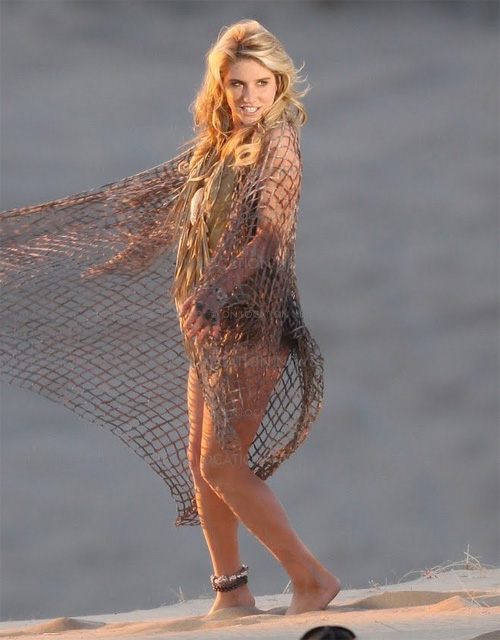 Ke$ha on the set of her music video 'Your love is my drug' [image courtesy of keshaserbet.org]