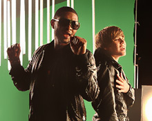 Usher and Justin Bieber on the set of 'Somebody to love'