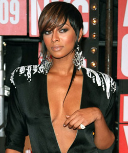 Keri Hilson on the red carpet at the VMA's [image courtesy of Getty images and MTV]