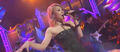 Kumi performs 'Outside fishbowl' on Domoto brothers | Live performance