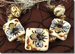 KerriBeadsBumblebees