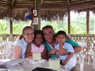 Ana Cruz y Antonio García con sus hijos