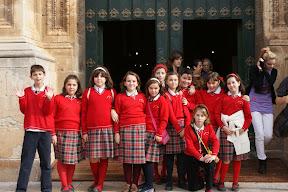 Escolares en la puerta de la Catedral
