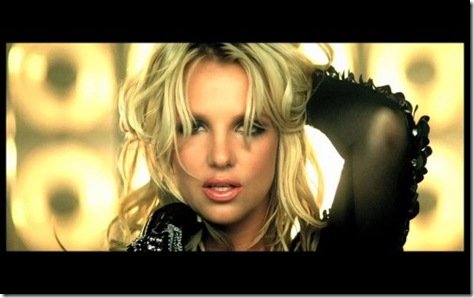 Britney-Spears-Till-The-World-Ends-Video-01-500x312