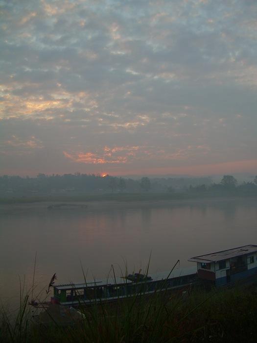 amanece en el Mekong, Tailandia-Laos