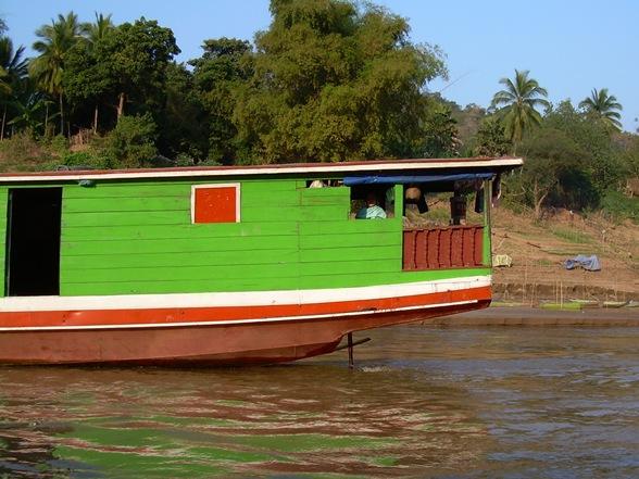 barco en el Mekong, Laos