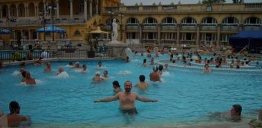 Dani en remojo, baños Széchenyi, Budapest