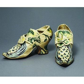 1735 shoes