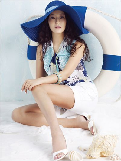 Kim Hee Sun- Beautiful Fashion Photoshoot