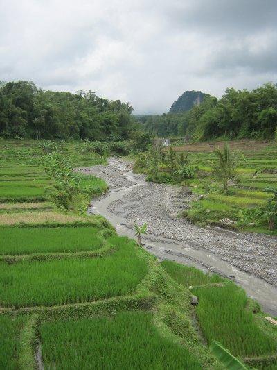 Sungai di sepanjang jalan menuju rambut monte