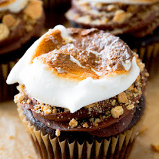 Marshmallow-Filled S'mores Cupcakes