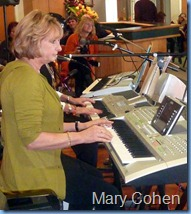 Mary Cohen playing the Tyros 2 keyboard.