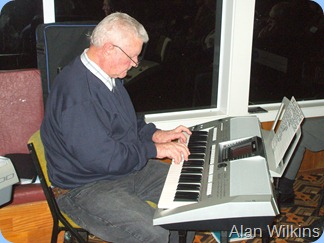 Alan Wilkins playing his Yamaha PSR 900