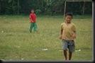Anak kecil Main Sepakbola (2)