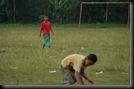 Anak kecil Main Sepakbola (3)