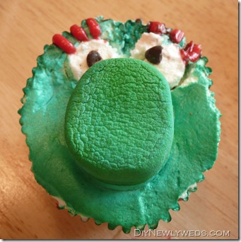 decorate_phillies_phanatic_cupcake