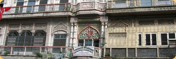 800px-Sawarankaron_ki_Dharamshala_(Goldsmith_Resthouse),_Railway_road,_Hariwar