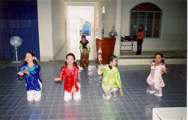 Chương trình vui trung thu của nhóm Tình thương Nha Trang Hung-010_001