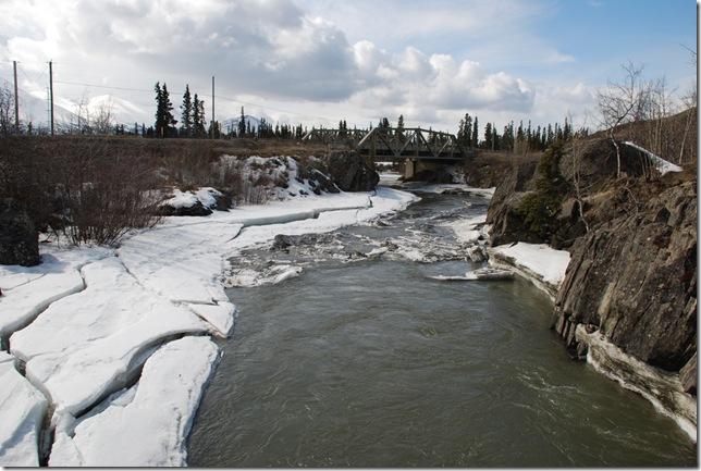 04-24-09  B Alaskan Highway - Yukon 040