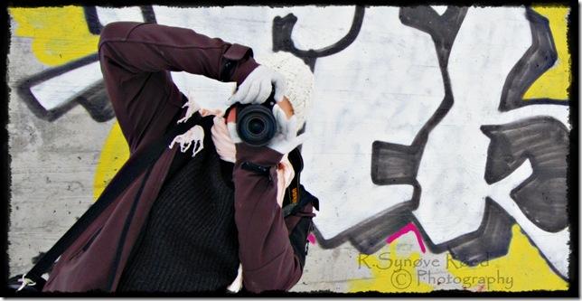 Eli marie med kamera forran tagging farger