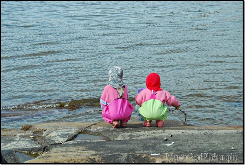 jentene ut mot havet