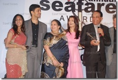 AishwaryaFamilyAward16March2008 (1)