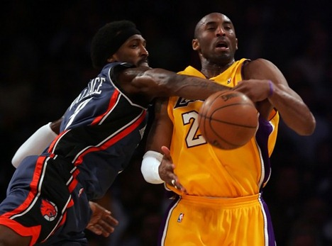 Charlotte Bobcats v Los Angeles Lakers FrJ_Y4_iWdql[1]