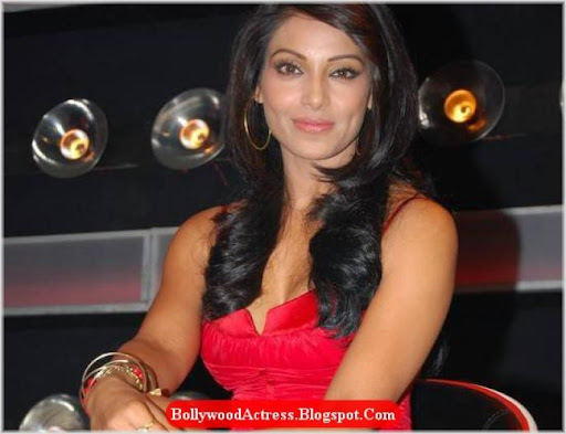 bipasha basu hot pics. New Red Hot Bipasha Basu In