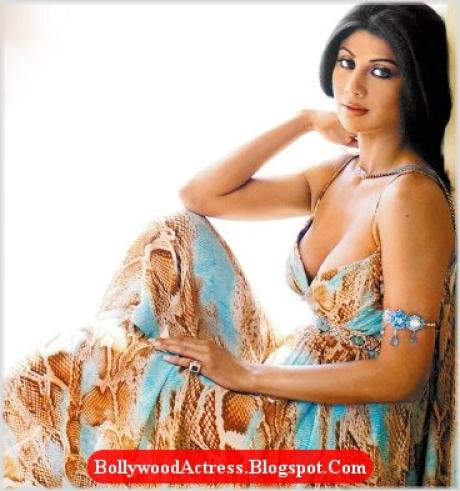 shilpa shetty hot. Shilpa Shetty rushed to