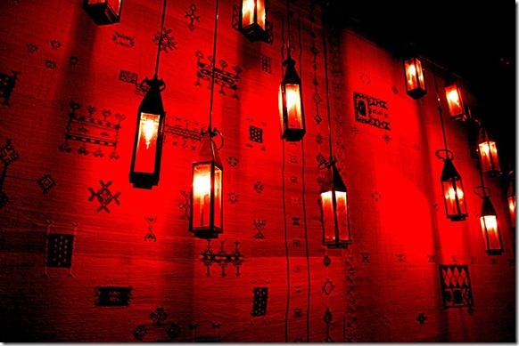 Luzes vermelhas... bem mais inofensivas que algumas que o brasileiro conhece.