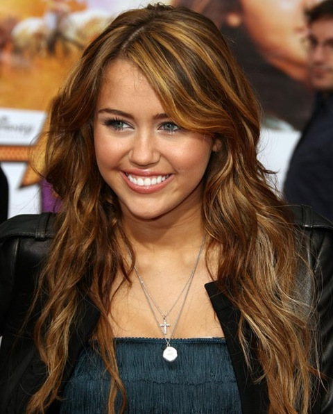 IMAGE ID # 2061621 Hannah Montana The Movie Premiere, El Capitan Theatre, Hollywood, California .  Mandatory Byline: Juan Rico/Fame Pictures 04/02/2009 --- Miley Cyrus --- (C) 2009 Fame Pictures, Inc. - Santa Monica, CA, U.S.A - 310-395-0500 / Sales: 310-395-0500
