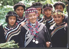 taiwan_Colorfully dressed aboriginal women from the Bunun tribe of Nantou in central Taiwan pose in their festival finery.