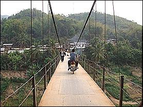 El puente Muang Khua