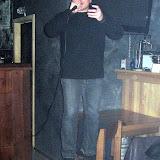 Константин Реуцкий на стуле читает стихи в честь 7-летия сайта Давление света