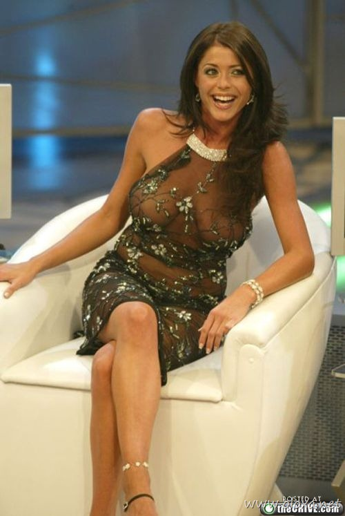 tv-anchors-booby-cleavage-8