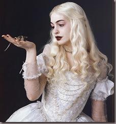 Alice-in-Wonderland-Anne-Hathaway-Regina-Bianca