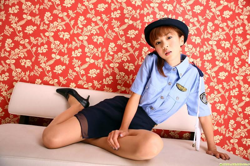 星野亞希爆乳警官小姐制服寫真照片18